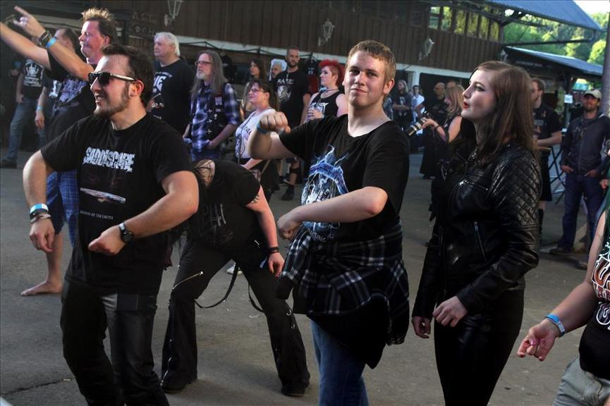 887111444-gothic-meets-rock-erster-veranstaltungstag-Q3a7